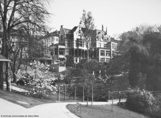 """De """"Maison Pelgrims"""" in het Pierre Paulus park, Sint-Gillis, 1973."""