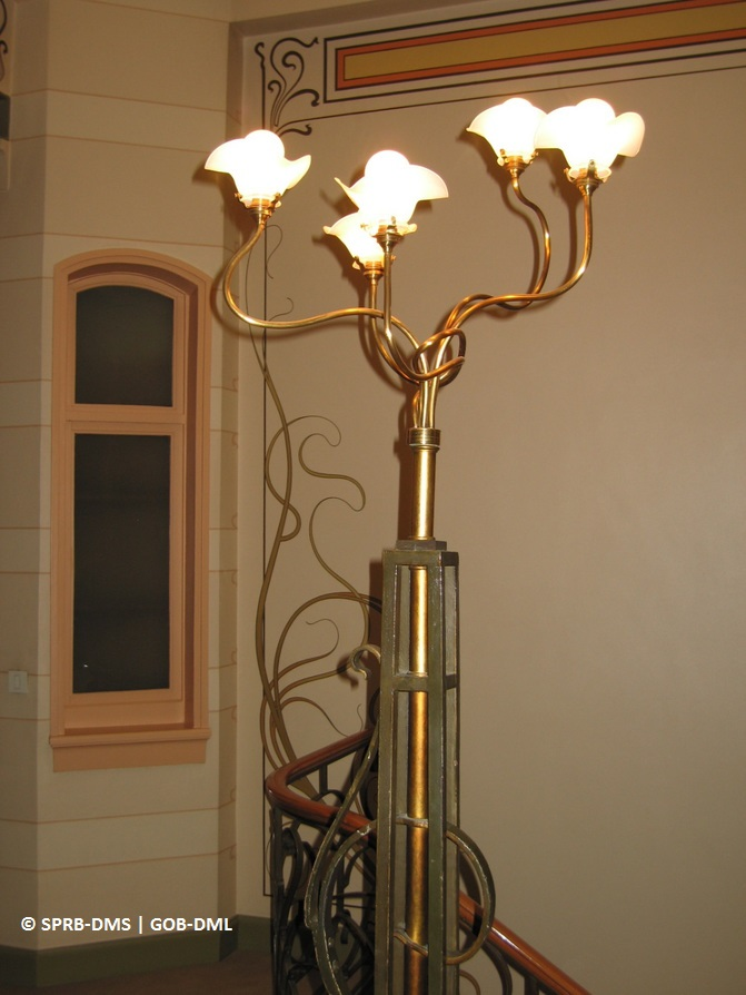 Hôtel Tassel, rue Paul-Émile Janson n°6 (Bruxelles-ville), luminaire électrique, architecte : Victor Horta | Huis Tassel, Paul-Émile Jansonstraat nr. 6 (Brussel-stad), verlichtingselement, architect : Victor Horta – photo : © Monuments & Sites – Bruxelles