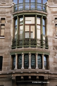 Hôtel Tassel, rue Paul-Émile Janson n°6 (Bruxelles-ville), détail de bow-window, architecte : Victor Horta | Huis Tassel, Paul-Émile Jansonstraat nr. 6 (Brussel-stad), detail van de bow-window, architect : Victor Horta – photo : © Monuments & Sites – Bruxelles