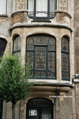 Maison rue Paul Lauters n°47 (Ixelles), detail du bow-window, architecte : Frans Albert | Huis Paul Lautersstraat nr. 47 (Elsene), detail van de erker, architect: Frans Albert - photo : © Monuments & Sites – Bruxelles