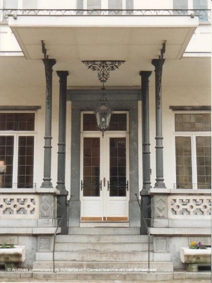 maison_des_arts_porche